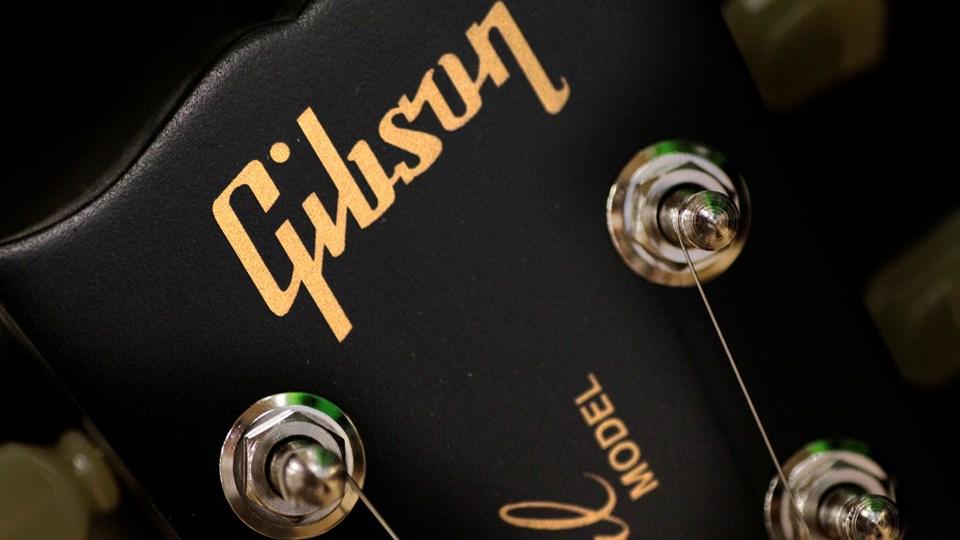 Alverdens rockstjerner har stået med en guitar fra Gibson i hånden, men selskabet er i store økonomiske problemer. Foto: Reuters/Thomas White/arkiv