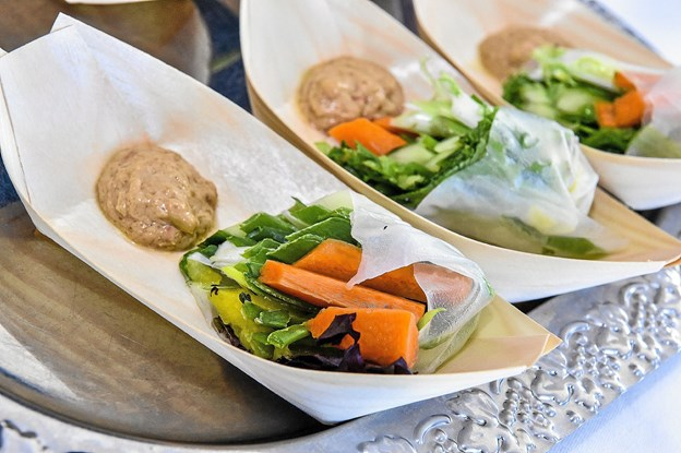 Vietnamesiske grøntsagsruller i rispapir, med blandt andet mango og peanutbutter-dressing. Foto: Ole Iversen