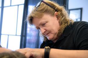 Akupunktør stikker til minister: Lovforslag rammer skævt