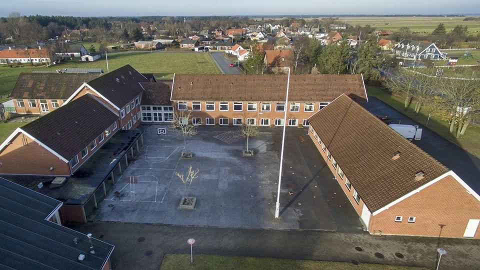 Jerup Skole blev bygget i 1954 og lukkede i sommeren 2015. Nu er skolen solgt til en privat investor. Foto: Henrik Bo
