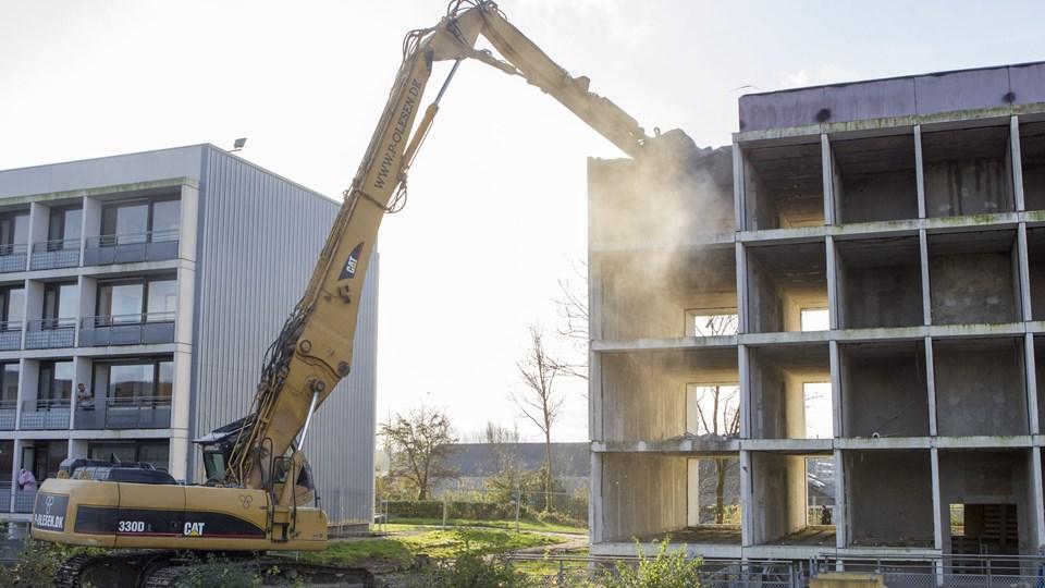 Der er allerede revet fem boligblokke med 300 boliger ned de senere år i Gellerup-Toveshøj i det vestlige Aarhus. Men står det til Aarhus Kommune, skal der rives yderligere ni blokke ned for at nå målet i ghettoloven. Brabrand Boligforening er uenig og mener, at man kan bygge sig ud af problemet. (Arkivfoto).