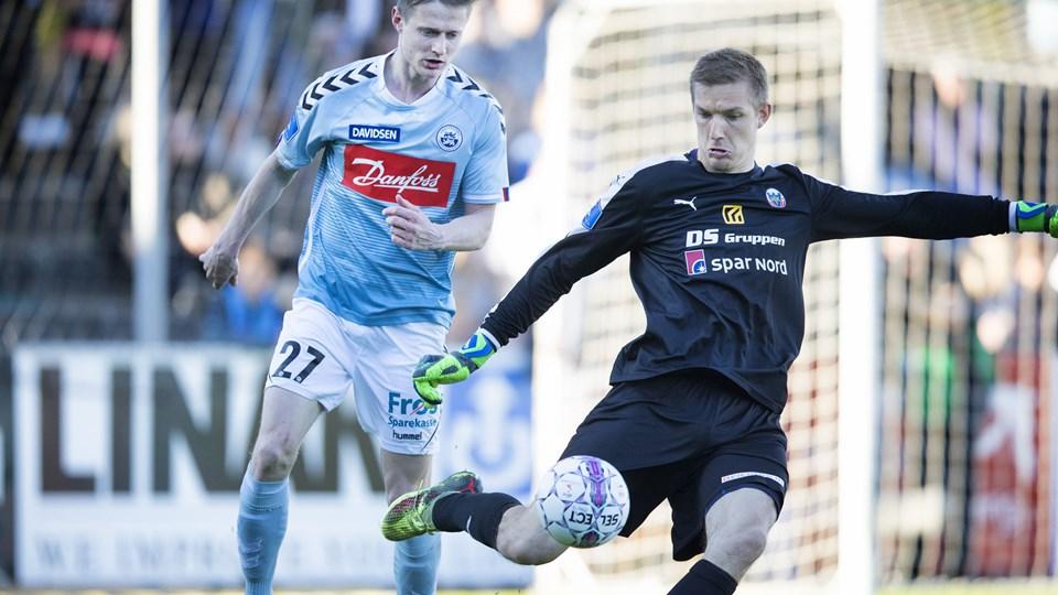 Mads Hvilsom (tv.) vil sende sin tidligere klub ud i mørket. Foto: Scanpix/Frank Cilius