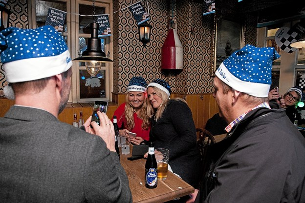 Få steder i landet bliver julebryggens komme fejret så intenst som i Jomfru Ane Gade.Arkivfoto: Lasse Sand