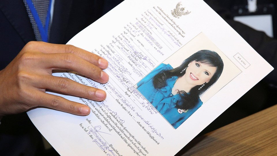 Prinsesse Ubolratana fraskrev sig sin royale titel, efter at hun tilbage i 1972 giftede sig med en amerikaner. I 1998 blev hun skilt og vendte tilbage til Thailand, hvor hun stadig regnes som en del af landets kongefamilie.