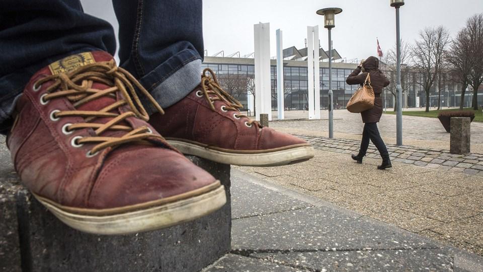 Det ligner en græsk tragedie, hvor mappedyrene fra Økonomi- og Indenrigsministeriet er på vej til at rykke ind på Frederikshavn Rådhus og overtage styringen af den kuldsejlede økonomi. Men hvordan er vi havnet helt derude på randen af den økonomiske afgrund? Foto: Peter Broen
