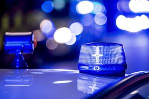 Mand dræbt i trafikken - kørte ind i lastbil