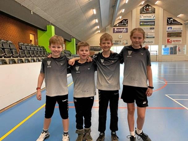 Unge badmintonspillere slog førerholdet