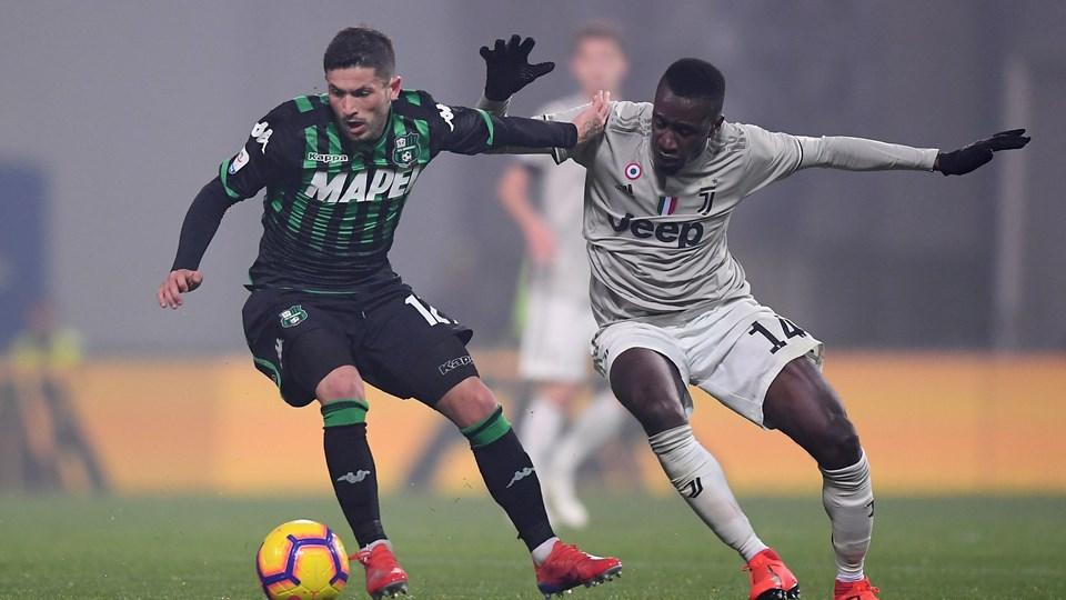 Det går strygende for Juventus i Serie A, men i Champions League står italienerne over for en svær opgave. Her ses franskmanden Blaise Matuidi (til højre) i aktion for Juventus i søndagens kamp mod Sassuolo.