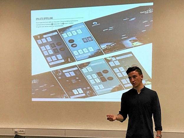 En såkaldt 'gamemaster' fra Det Blå Danmark instruerede eleverne i regler og formål med spillet. Privatfoto