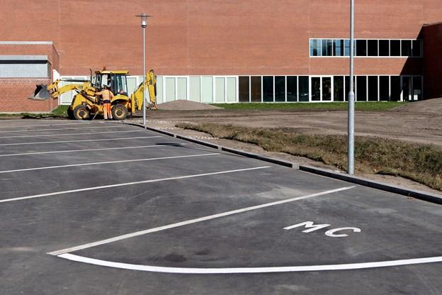 Motorcyklerne har deres egne p-pladser på den ny p-plads på Rådhusøen. Foto: Henrik Bo