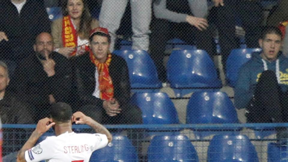 Raheem Sterling henvender sig til tilskuerne, efter at han blev udsat for abelyde under EM-kvalifikationskampen i Montenegro i marts.