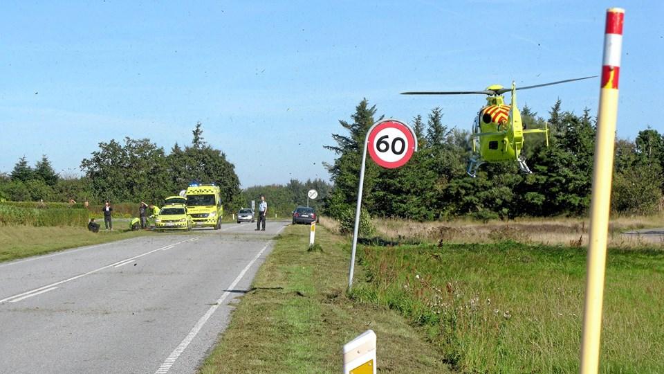 Både en ambulance, en paramediciner og en lægehelikopter blev tilkaldt til en færdselsuheld tirsdag eftermiddag på Amtoftvej.