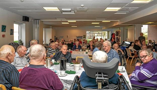 Stort og flot kaffebord på Bøgely onsdag eftermiddag med efterfølgende underholdning af Keld og Hilda. Foto: Mogens Lynge