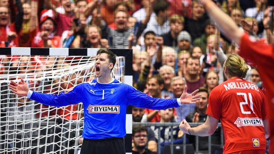 Målmand Niklas Landin scorede et mål i tirsdagens VM-sejr over Østrig og fejrede det på behørig vis.