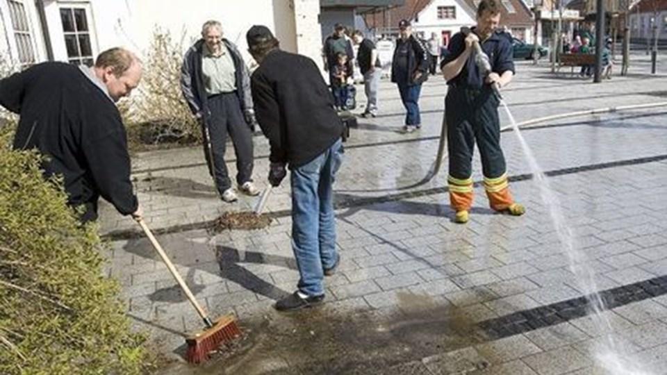 Falck sørger for vand til rengøringen. Arkivfoto: Kurt bering
