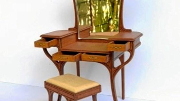Arjen Spinhoven, Holland, der laver møbler i retro, spejle og andet interiør.