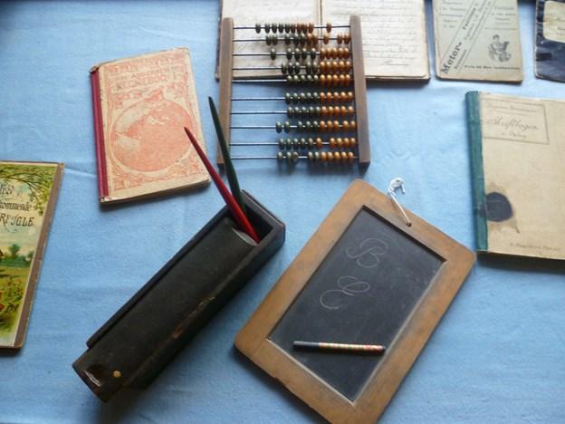 Her er nogle af fortidens skolematerialer