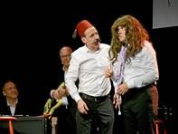 Julekabaret for fuld sal i Mariager