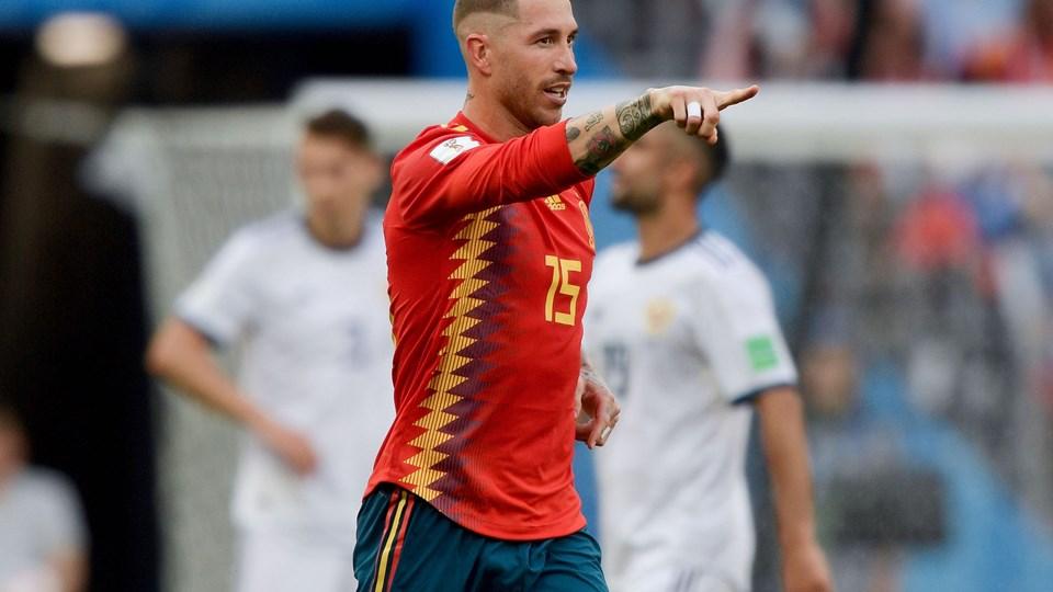 Sergio Ramos jublede, som om han havde scoret, da Spanien bragte sig på 1-0 mod Rusland i ottendedelsfinalen. Men det var Ruslands Sergey Ignashevich, der lavede selvmål. Foto: Juan Mabromata/Ritzau Scanpix