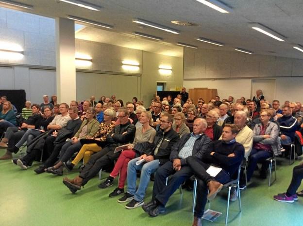 Et møde på Valsgaard Skole om byen Valsgaards fremtid havde deltagelse af 140-150 lokale borgere. Privatfoto