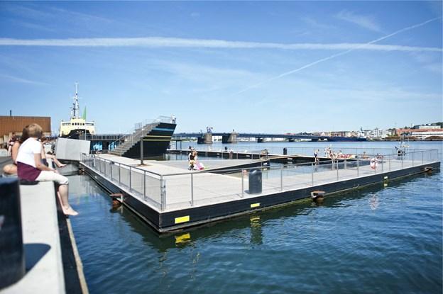 Der bliver nu arbejdet på højtryk for at få gjort det populære Aalborg Havnebad klar til åbning - og helst inden den danske sommer er forbi. Arkivfoto: Jesper Thomasen