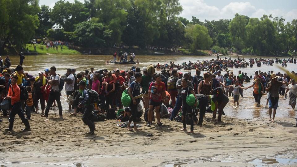 Karavanen af migranter vil blive mødt af 5200 soldater fra det amerikanske militær ved den amerikanske grænse. Foto: Johan Ordonez/Ritzau Scanpix