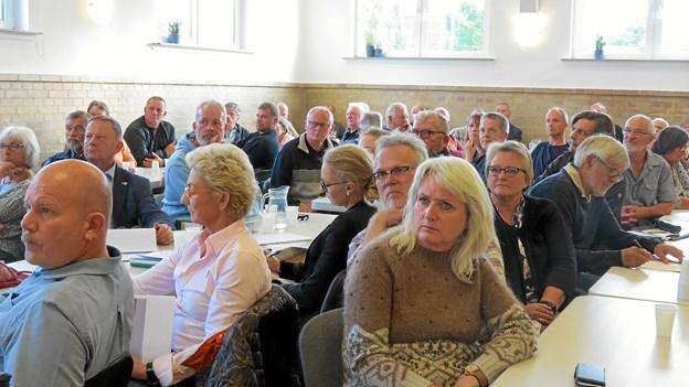 Børglum Forsamlingshus fyldt med beboere, som bliver berørte af vindmølleprojektet mellem Sdr. Rubjerg og Vejby. Foto: Kirsten Olsen