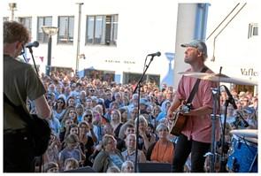 Hjalmer til koncert i Blokhus