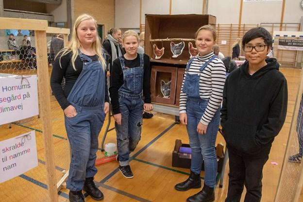 Hver dag efterlader hver borger i Danmark 150 gram madspild. Dette mener de fire elever fra Øster Hornum Skoles 6. klasse Kathrine, Lærke, Caroline og Elias kan minimeres ved med deres projekt at anvende det som foder til høns.