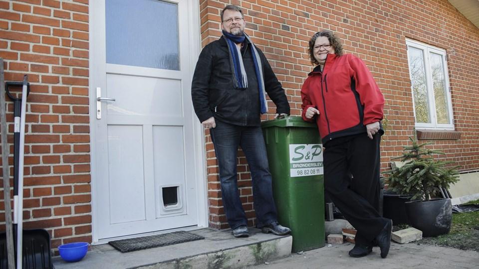Jens og Birgitte Glerup Holm har lokket naboerne til at være med til at midske presset på deres skraldespand og miljøet.? Foto: Daniel Bygballe