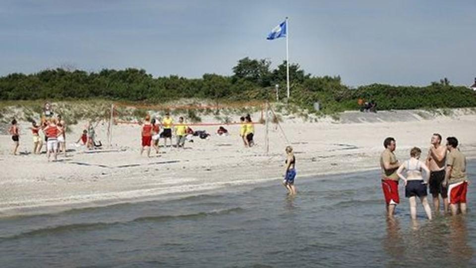 Beachvolley på Sæby Strand ledsages af alt for høj musik, mener Grethe Christensen, der bor 100 meter fra spillepladsen. Foto: Peter Broen
