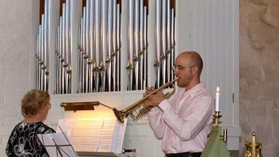 Bente Frendrup organist ved Nibe og Vokslev Kirker åbnede onsdag aftens forårskoncert i Vokslev Kirke sammen med trompetisten Karsten D. Jensen fra Aalborg Symfoniorkester. privatfoto