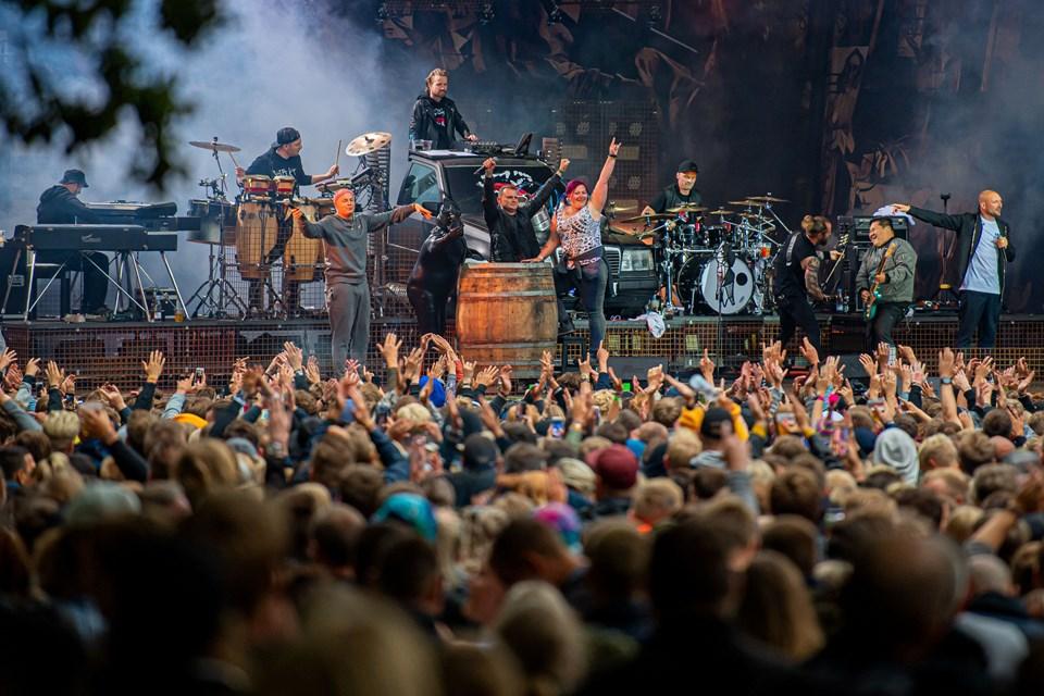 Fire dage er gået med musik på scenerne i Skalskoven. Her er det Suspekt, som spillede på Nibe Festival for 12. gang. Foto: Martin Damgård