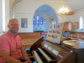 Søren vil fylde kirkerne med musik