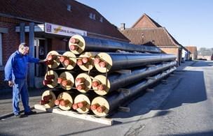 Nye rør sparer 50.000 kroner årligt: Sådan holder de på varmen i Vestervig