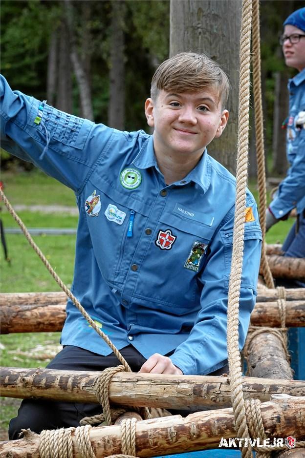 Oscar Clarke Madsen fra FDF Hadsund var i gruppen Højt med reb og rafter og var med til at lave både en karrusel og 2 kanoer der var hævet over jorden, der kunne bruges som gynger. ?Foto: Michael Hjorth.