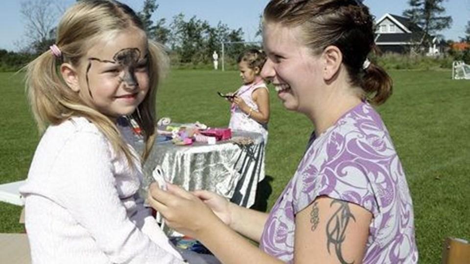 Familiefest med social hygge, leg med blandt andet ansigtsmaling og sport stod på programmet ved ASIFs sommerfest. Foto: Hans Ravn