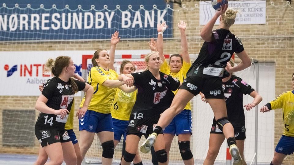 Aalborg HK, der her ses i aktion mod FC Midtjylland, har fået en svær start på tilværelsen i 1. division. Arkivfoto: Nicolas Cho Meier