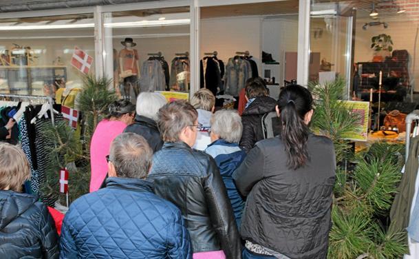 Forrygende fejring af 45 års fødselsdag  Shopping: Der var sort af mennesker, da Aabybro Centrets første fejringsdag løb af stablen torsdag