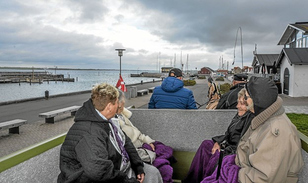 Turen gik ned omkring havnen og gennem hovedgaden i Løgstør. Foto: Mogens Lynge