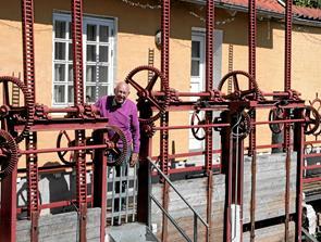 Malerisk idyl ved det gamle elværk