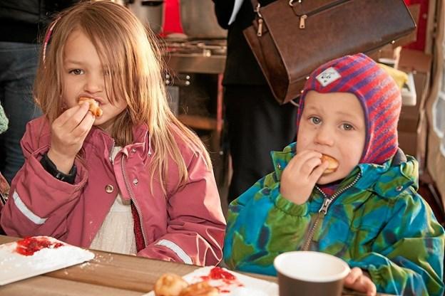 Soltorvet i Lendum blev fejret med gløgg og æbleskiver. Foto: Peter Jørgensen Peter Jørgensen