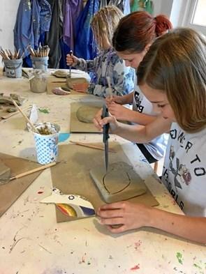 Smukke værker af elever udstilles til Kunst ved Kysten