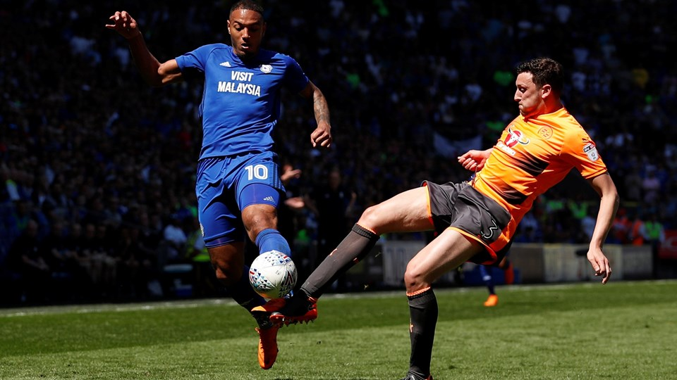 Kenneth Zohore kom ikke på tavlen for Cardiff mod Reading, men kunne glæde sig over oprykning til Premier League. Scanpix/Andrew Boyers