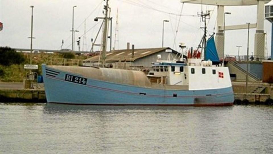 """Senest har den gamle Esbjerg-kutter """"Winston"""" fisket fra Hvide Sande, hvor den her ses ved slusen. Nu har Thorupstrand Kystfiskerlaug flyttet den til Hanstholm Havn, hvor den afventer at blive formidlingsbåd og fiskebutik i Københavns havn. Nu med de"""