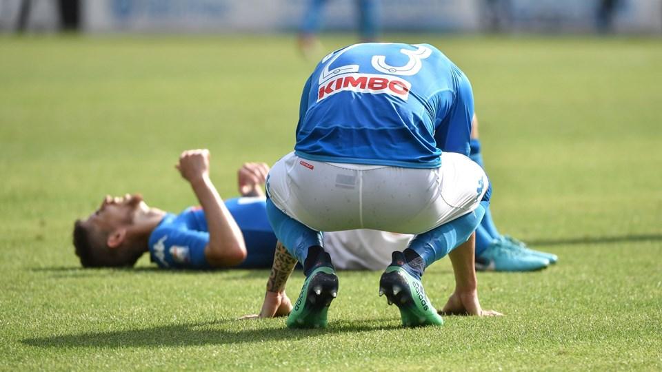 Der var skuffelse hos Napolis spillere, da det søndag blot blev 2-2 hjemme mod Torino, hvilket gør, at Juventus er meget tæt på at vinde sit syvende italienske mesterskab i træk. Foto: Scanpix/Andreas Solaro
