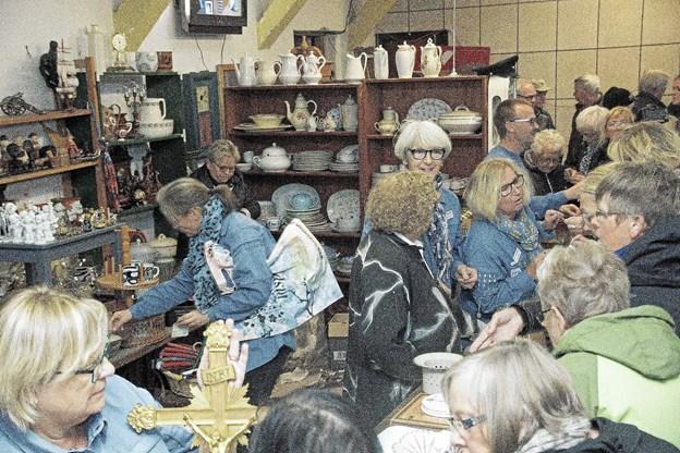 FDF markedet trækker også de professionelle loppejæger til. De plejer at stå forrest i køen.Foto: Ole Iversen