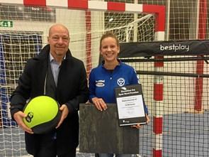 Donation på 10.000 kr. til håndboldklub