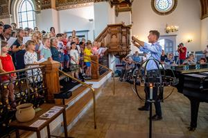 Dirigent fra domkirke roser 100 sangglade børn: - De er dygtige og skønne