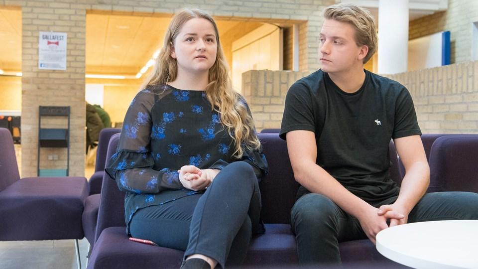 18-årige Cecilie Korsgaard Madsen og Nicklas Møller Jensen, 19, går begge på 3. år af HHX-uddannelsen på Tradium i Hobro. De glæder sig over, at der nu bliver endnu en mulighed for at læse videre i byen. Foto: Andreas Falck